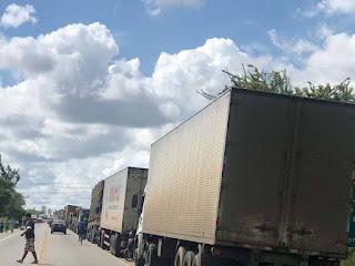 Mesmo com Liminar proibindo bloqueios, caminhoneiros voltam a interditar rodovias em CG