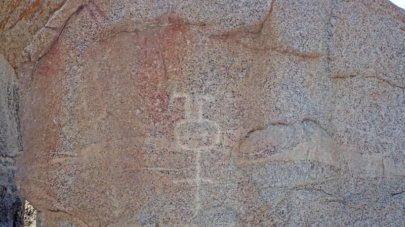 vallee-encanto-petroglyphes-humanoide-chili