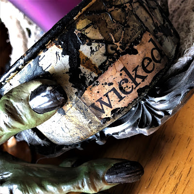 Sara Emily Barker sarascloset https://sarascloset1.blogspot.com/2018/10/a-tiny-witching-cauldron.html Altered Cauldron with Tim Holtz Sizzix Alterations, Distress and Ideaology 17