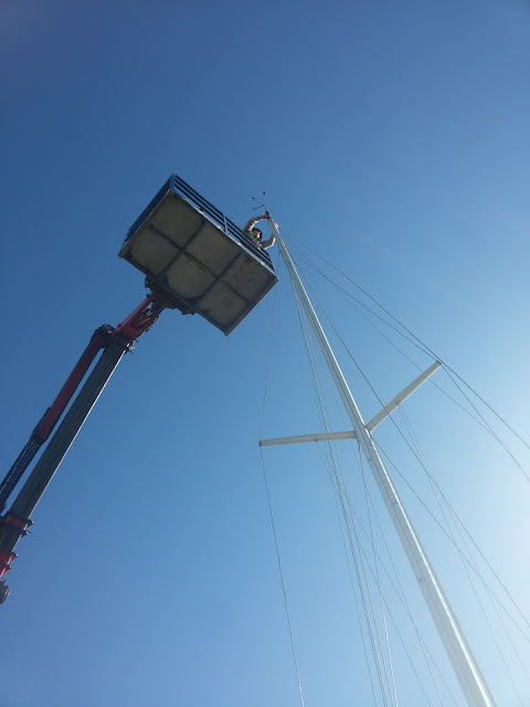 Cherry picker for working on the mast