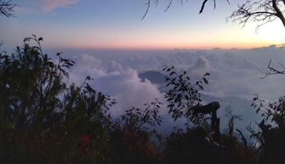 sunset puncak gunung lawu