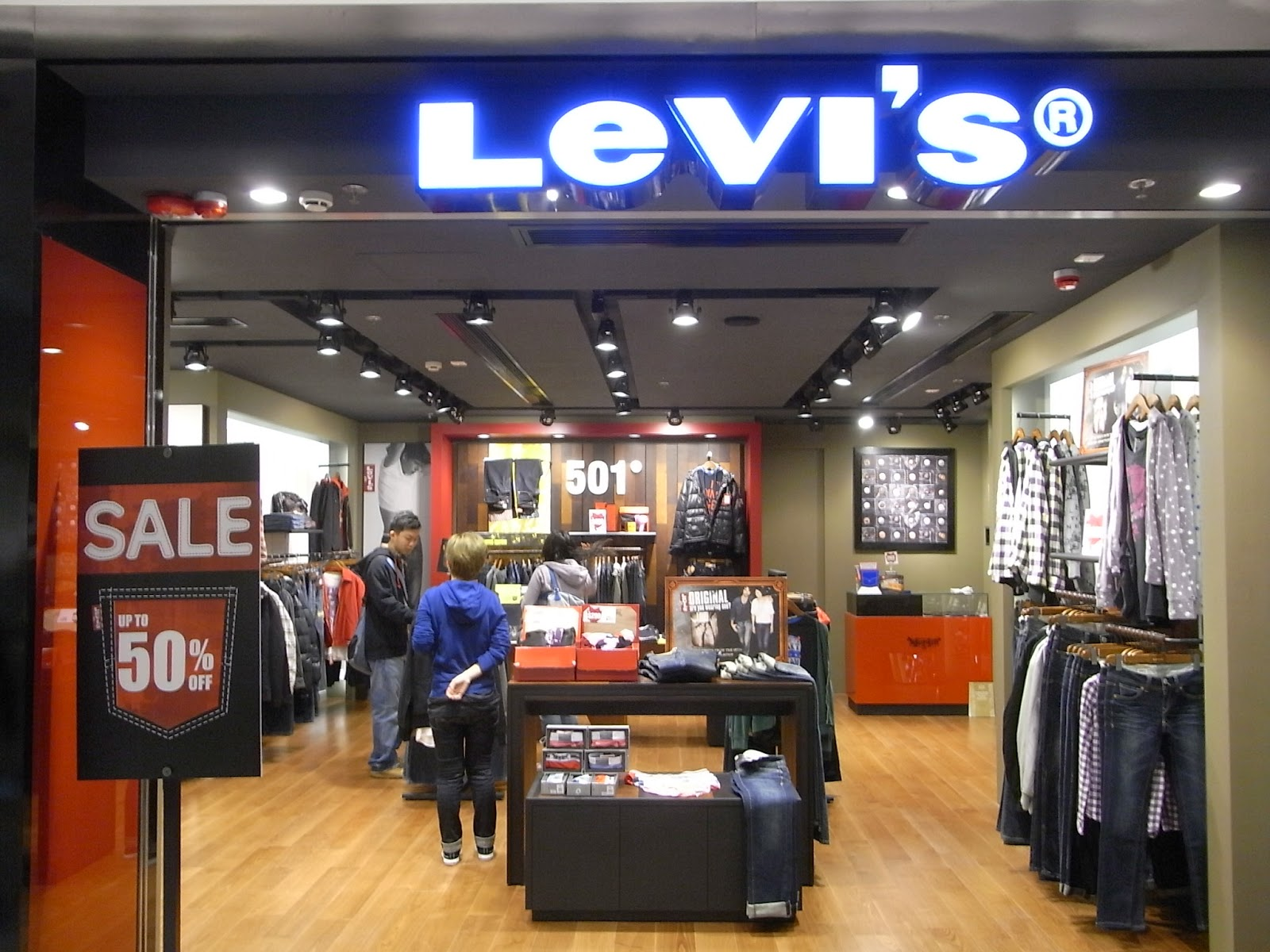 For the warmer months, Levi's® offers a great selection of men's shorts, ranging from cargos to denim shorts. You'll also find a collection of shirts, accessories and shoes in the Levi's® men's assortment to complement your favorite jeans or shorts.