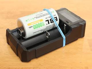 KEYNICE 急速 電池充電器 18650 充電器 単3 単4 ニッケル水素 ニカド電池 リチウム電池対応 LCD付き 2種類電池同時充電可能 USB出力機能付き 日本語取扱説明書付き 単1充電池の充電