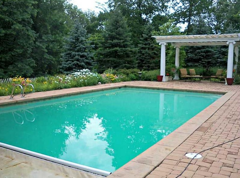 indianapolis homes with pool