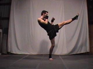 cara membentuk otot kaki dengan gerakan front kick