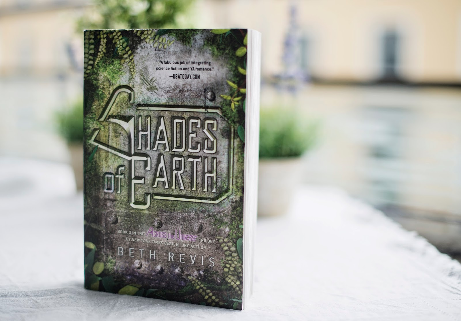 Book Recommendations: Book Review: Shades of Earth by Beth Revis