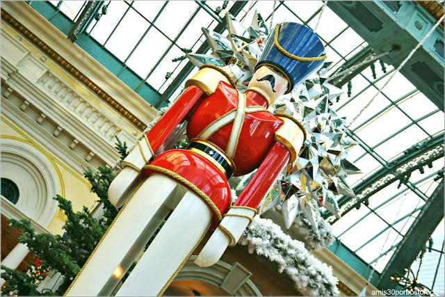 Holiday Glamour 2017 del Hotel Bellagio: Soldadito de Juguete