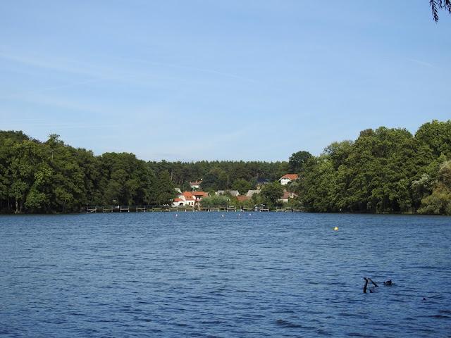 przez jezioro w Lubniewicach przebiega most