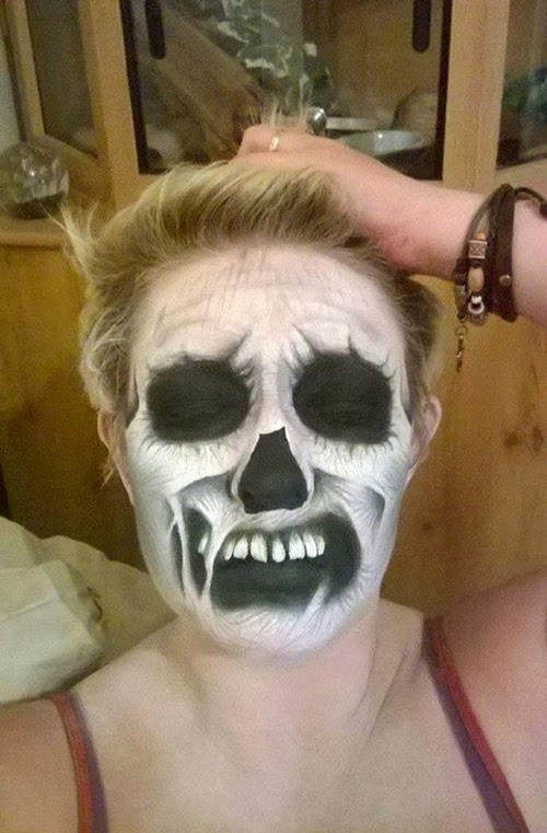 20-Nikki-Shelley-Halloween-Changing-Faces-Body-Paint-www-designstack-co