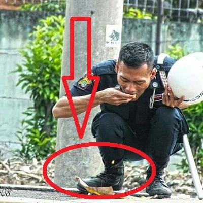 Ada Yang Aneh Dengan Foto Pria Berseragam Keamanan Yang Makan Sambil Jongkok. Ternyata ini Penyebabnya