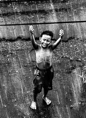 terapi mandi hujan