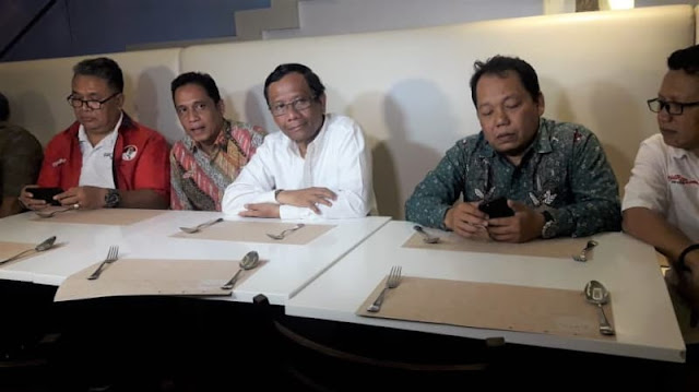 Sudah Jahit Baju dan Siapkan CV, Mahfud Md 2 Kali Di-PHP Jokowi
