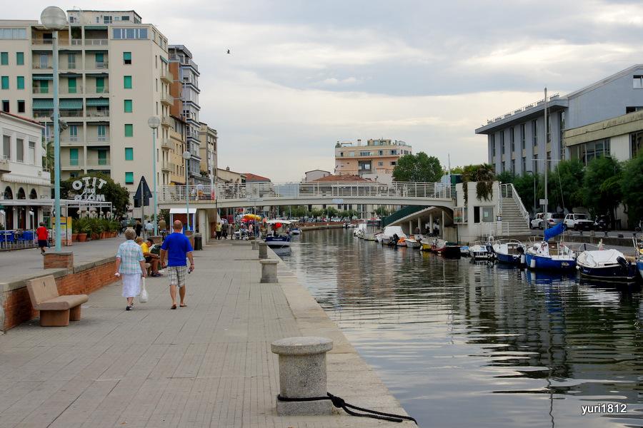 Канал в Виареджо, Италия