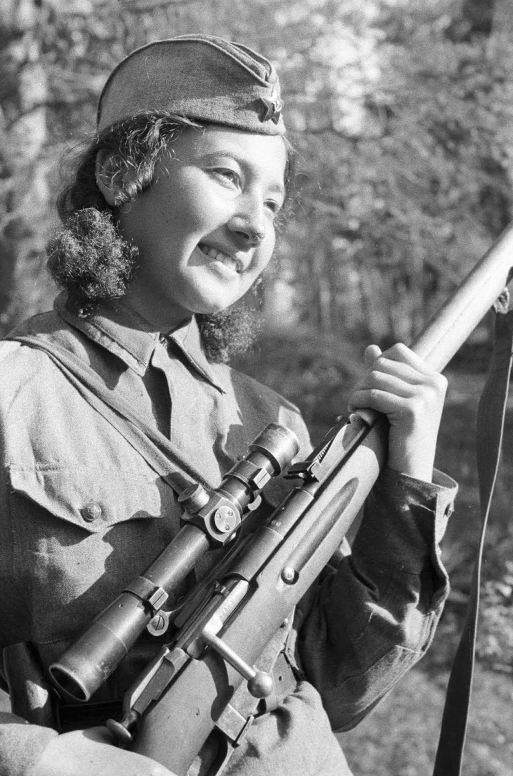 Sniper Anastasya Stepanov during the battle of Stalingrad. 1942.