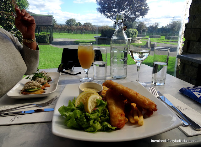 Auckland Day Out: Lunch at Soljans Winery, Buying Macadamia?s, Plucking Blueberries and Shelly Beach