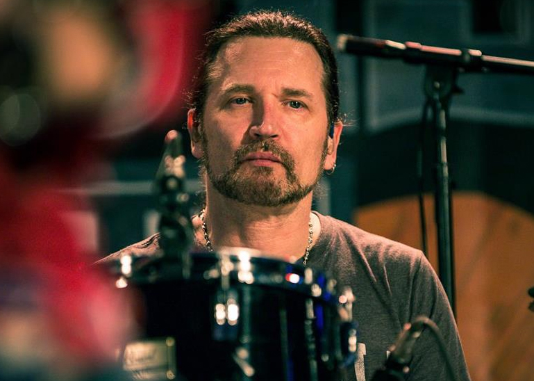 Audio Interview: Eric Singer on Talking Metal