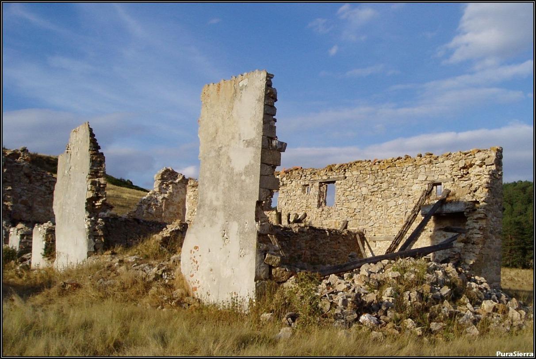 Villanueva De Las Tres Fuentes. Ruinas (7)