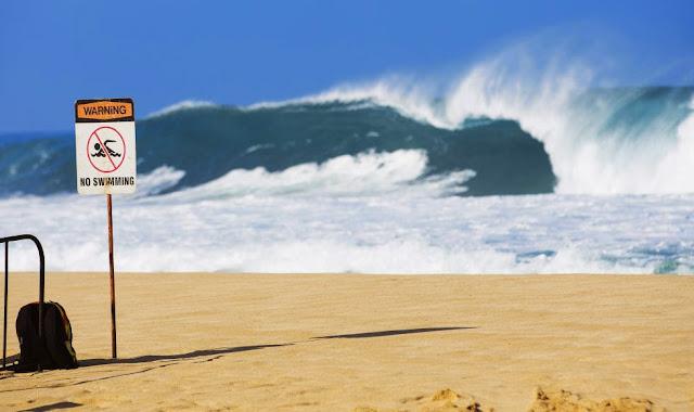 58 Billabong Pipe Masters 2014 Dangerous Surf Foto ASP