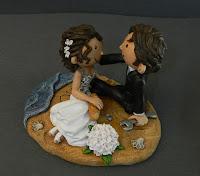 cake topper divertente romantico sposini in spiaggia filone pane orme magiche