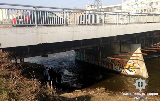 У Харкові під мостом знайшли труп в мішку