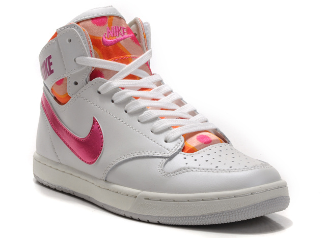 16dff199a1fc10 The background of these girl nike dunks are all white