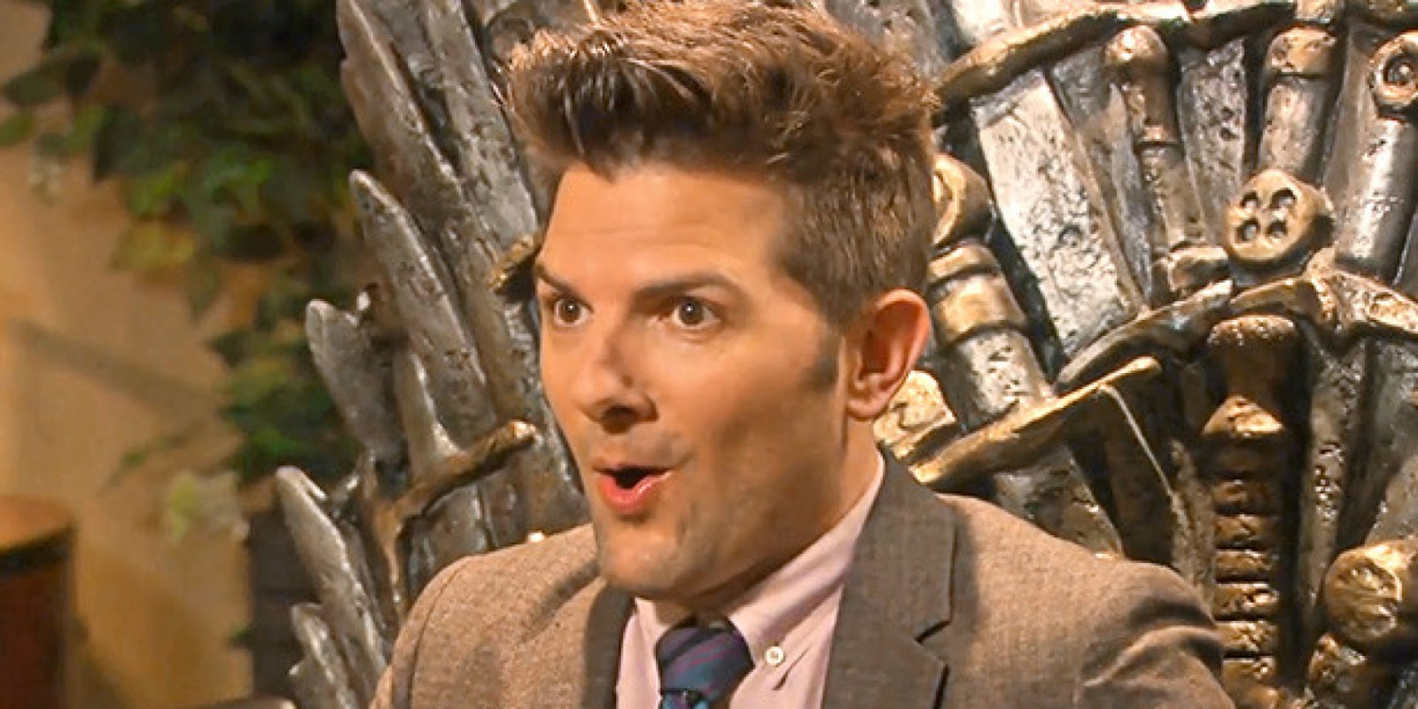 Ben Wyatt en el Trono de Hierro en Parks and Recreation