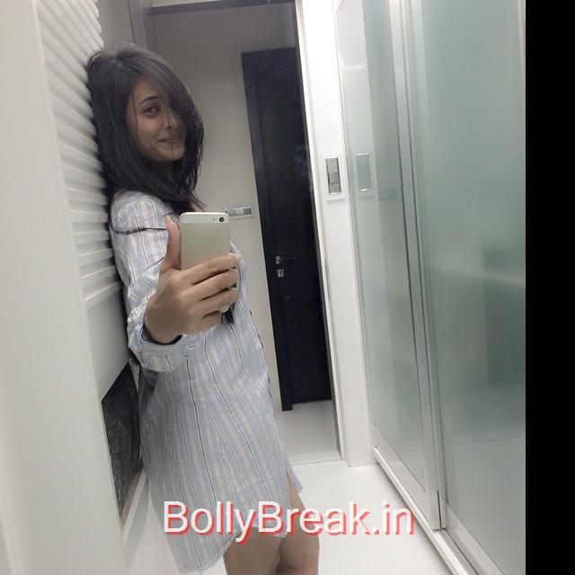good night selfie ☺️☺️☺️, Shweta Tiwari Selfie Photo Gallery 2015