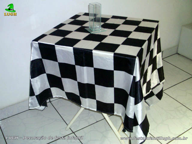Toalhas quadriculadas para a mesa dos convidados - festa infantil