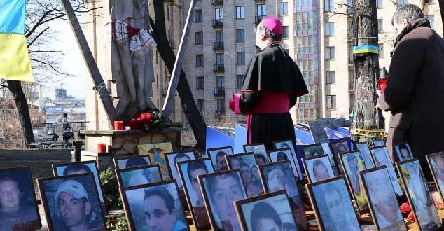 Папски нунције учествовао у политичком спектаклу посвећеном годишњици Мајдана