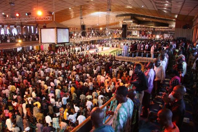 Ministro en Zimbabue tiene línea directa con Dios, y lo llama en misa