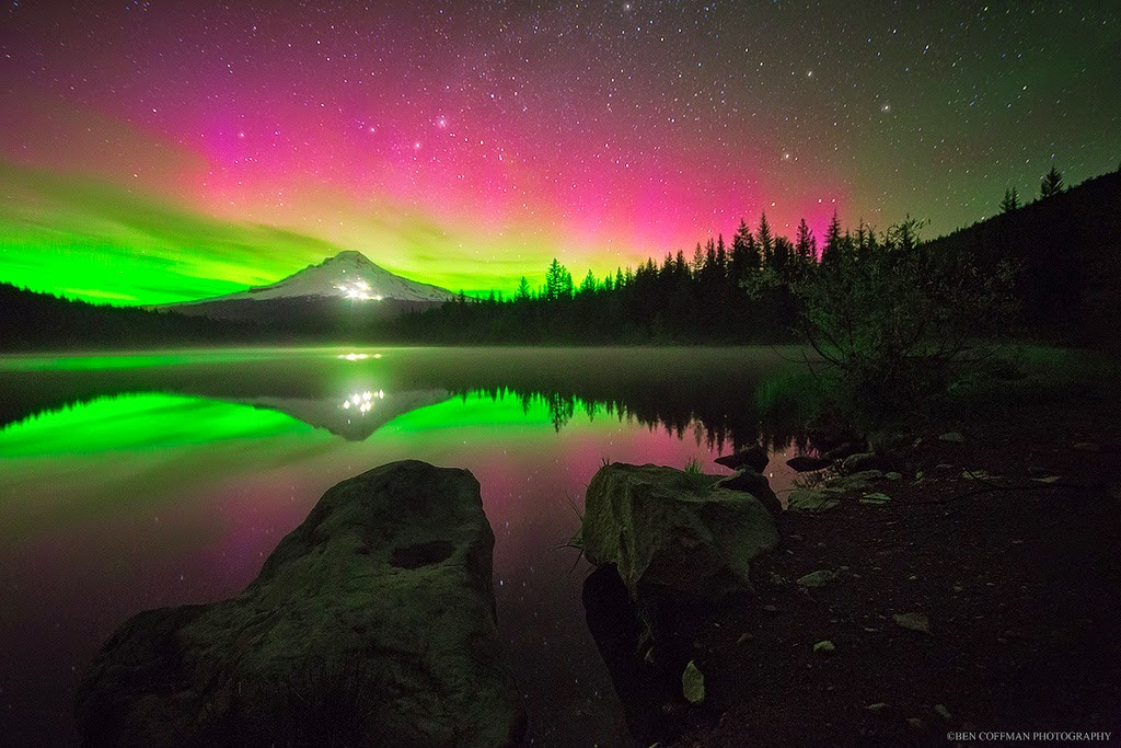 2. Aurora Borealis at Trillium Lake, Oregon - The World at Night with Clear Skies and No Light Pollution