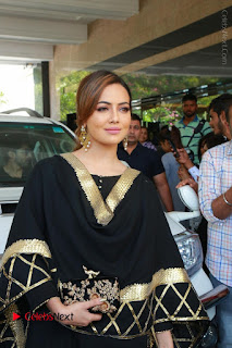 Bollywood Actress Sana Khan Launches Aakrithi Exibition  0047.JPG