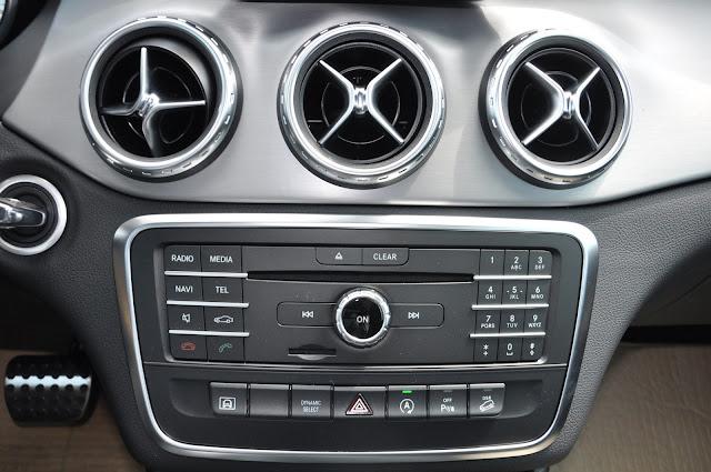 Mercedes GLA 250 4MATIC trang bị nút điều khiển tiện ích, bắt mắt