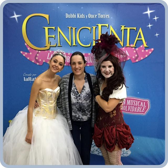 Me fotografié con Cenicienta y su Hada Madrina
