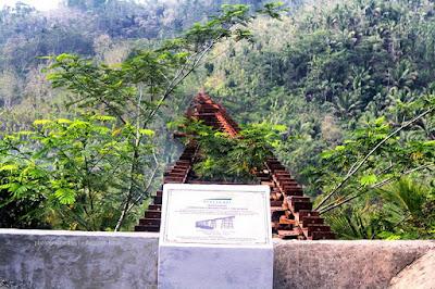 Jembatan Cikacepit pada jalur mati rute kereta api Banjar-Pangandaran-Cijulang