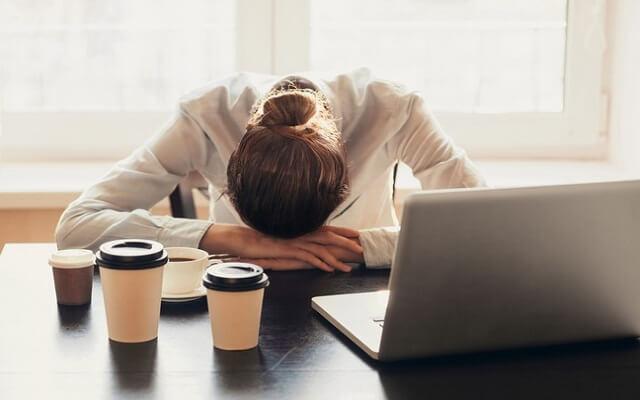 النوم لمدة 16 دقيقة يمكن أن يؤثر على حياتك المهنية