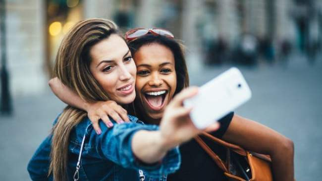 Tips Selfie untuk Liburanmu yang Lebih Aman dan Tetap Keren