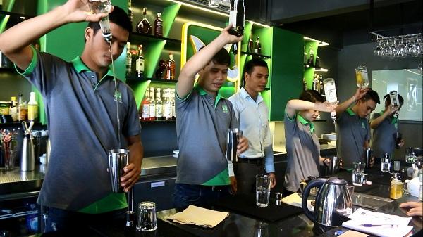 bartender rất thu hút giới trẻ