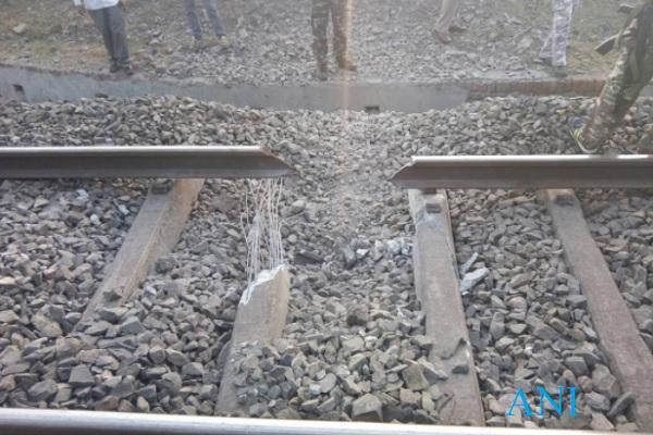 रेल लाइन काट ट्रेन हादसा करवाने की बड़ी साजिश नाकाम