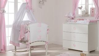 Cuarto rosa blanco bebé