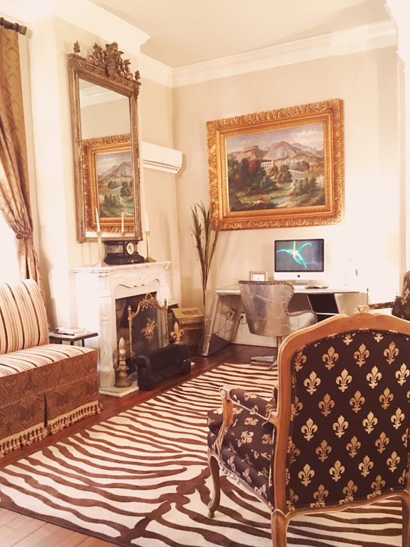 Where to Stay in New Orleans Hotel Maison de Ville parlor