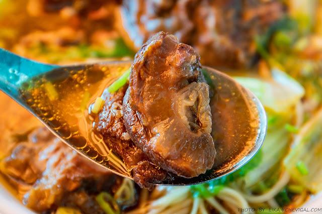 MG 0012 - 張家晉牛雜,人氣必吃牛肉麵與牛雜麵,滿滿牛雜份量大方幾乎看不到底下的麵!