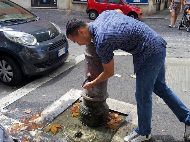 ローマの水飲み場(ナゾーニ)