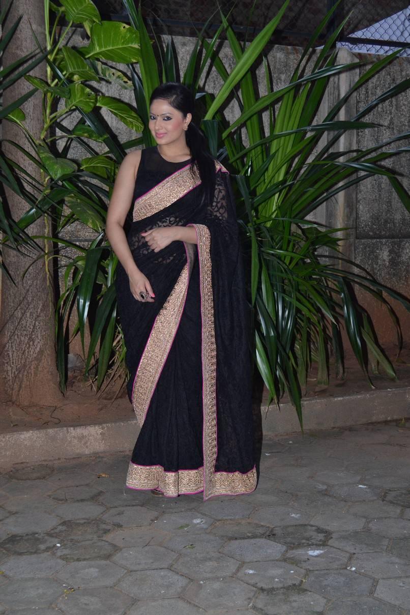 Kollywood Actress Nikesha Patel Hip Navel In Transparent Black Saree