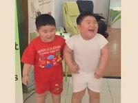 VIRAL ! Ini VIDEO Kelucuan Dua Bocah Kembar Joget Getar! Bikin Ngakak! - Page 2