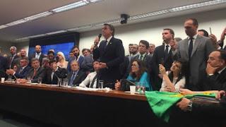 Bancada de Bolsonaro na Câmara já é maior que a de qualquer partido