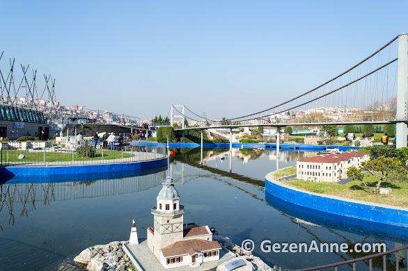 Miniatürk'te Kız Kulesi ve Boğaz köprüsü