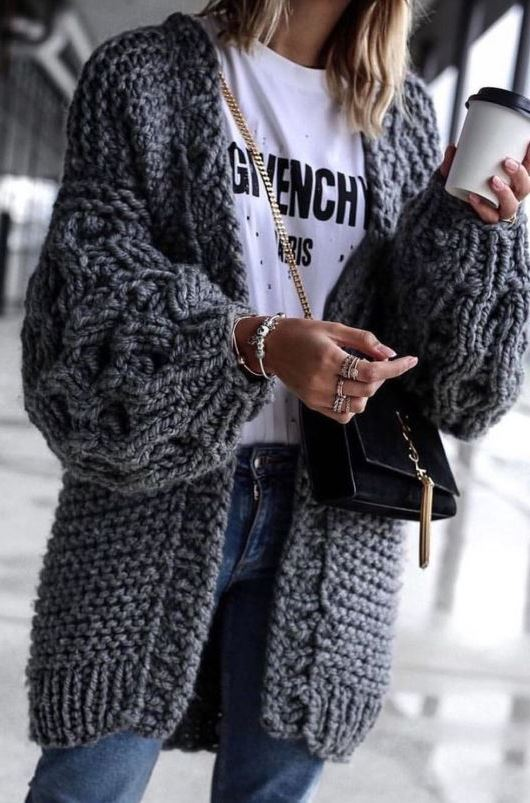 how to style a knit cardi : white printed tee + crossbody bag + jeans