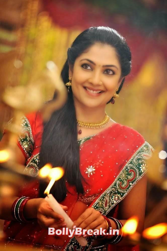, Kamalini Mukherjee Hot Saree HD Images