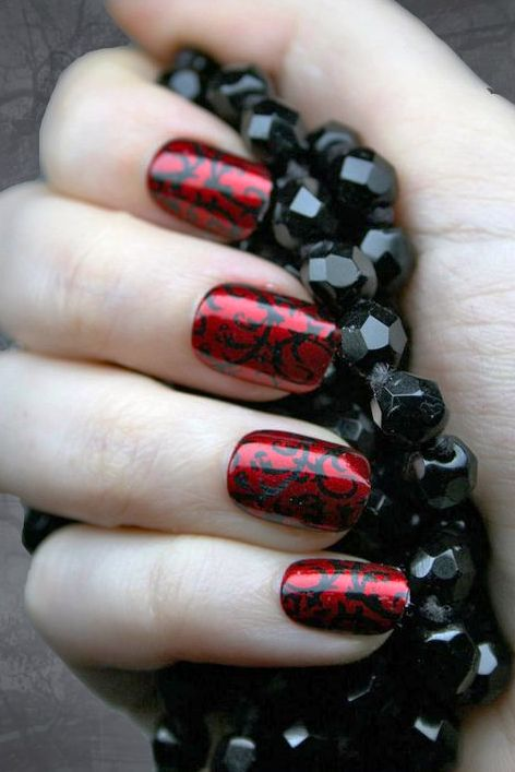 Happy halloween day 30 gothic halloween makeup ideas gothic nail art halloween makeup prinsesfo Image collections